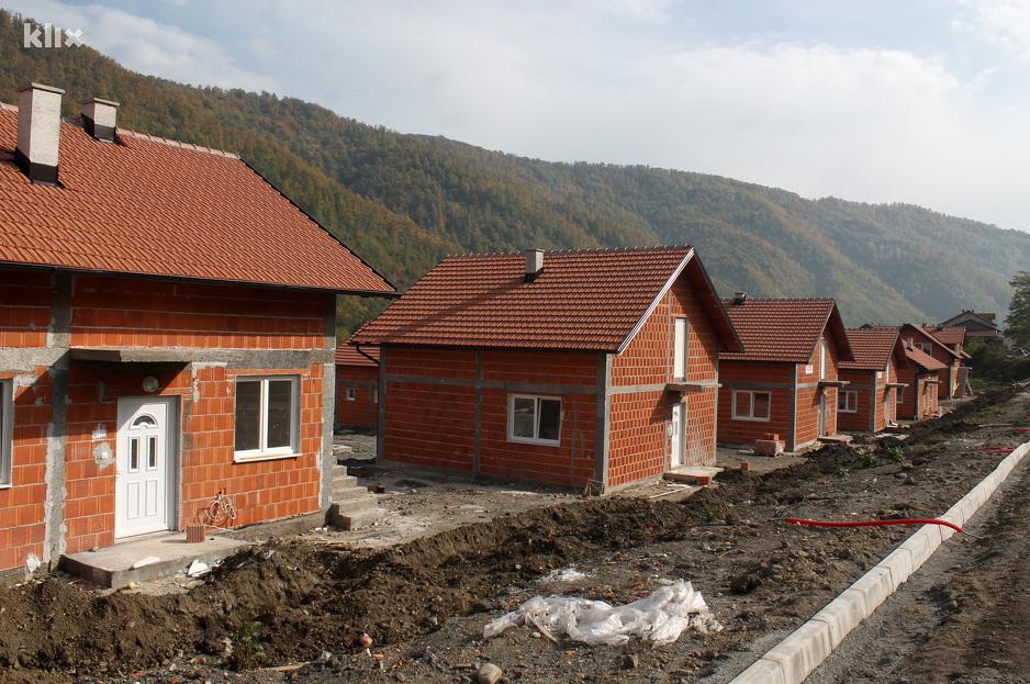 Residents of Zeljezno Polje in the New Houses until November? - Sarajevo Times